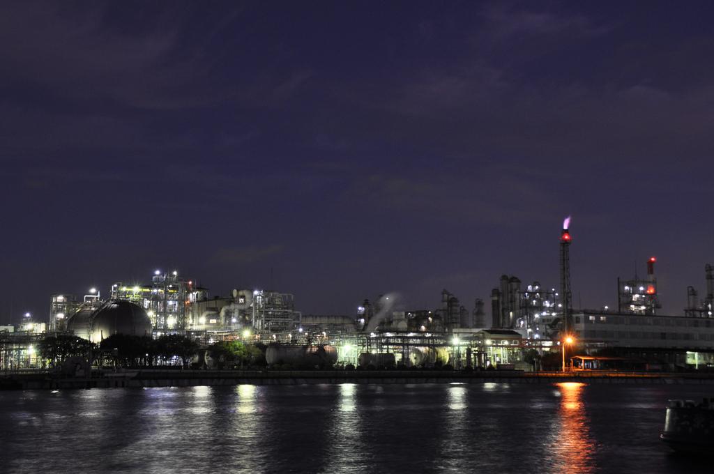 工業地帯で夜間撮影